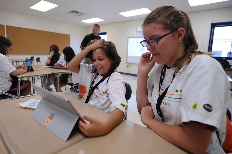 Round Lake students design beats, houses and websites at free