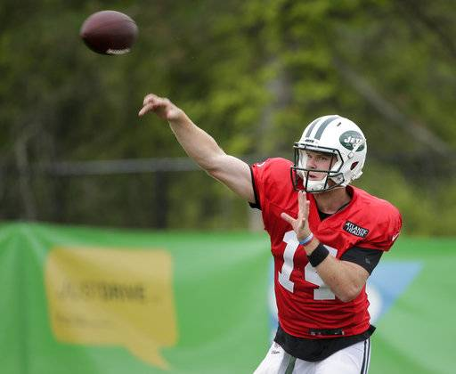 c050fcef1 New York Jets  quarterback Sam Darnold participates during practice at the  NFL football team s training