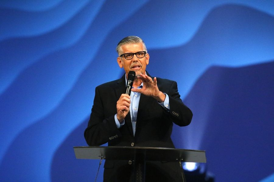 Tom De Vries, president and CEO of the Willow Creek Association, began Willow Creek's 23rd annual Global Leadership Summit Thursday in South Barrington by addressing the controversy over sexual harassment accusations leveled against founder Bill Hybels and the continuing resignations of its leaders.