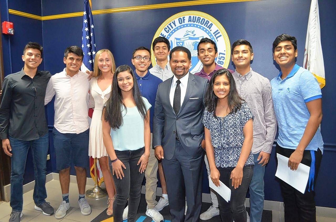 Aurora Mayor Richard Irvin has been a key supporter of Meaningful Summers and helped the nonprofit group plan its 2018 movement promoting youth wellness. Metea Valley High School senior Ashwin Saxena, far left, is the group's co-executive director.