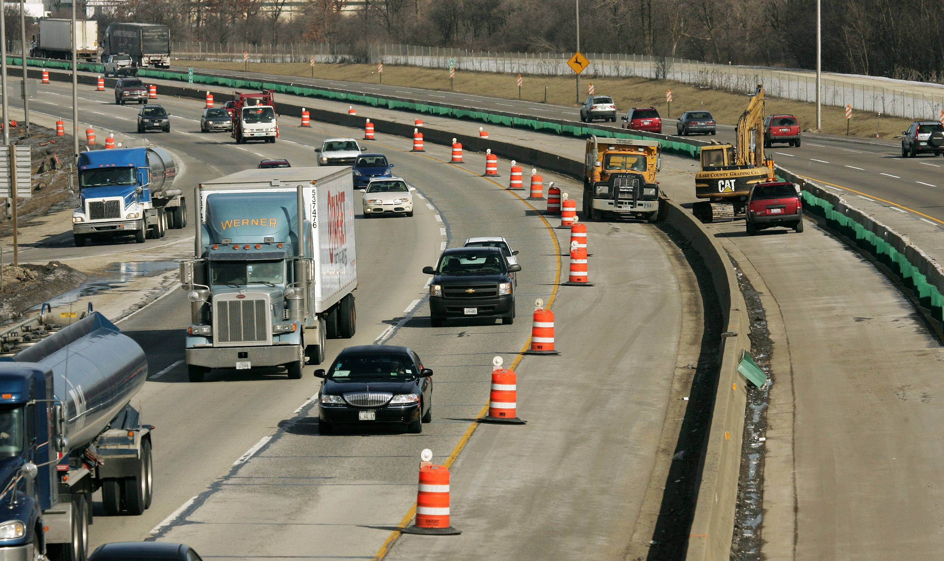 A planning agency for the Chicago area cites a growing need for road construction in Illinois and recommends a two-tier strategy to provide the funding.