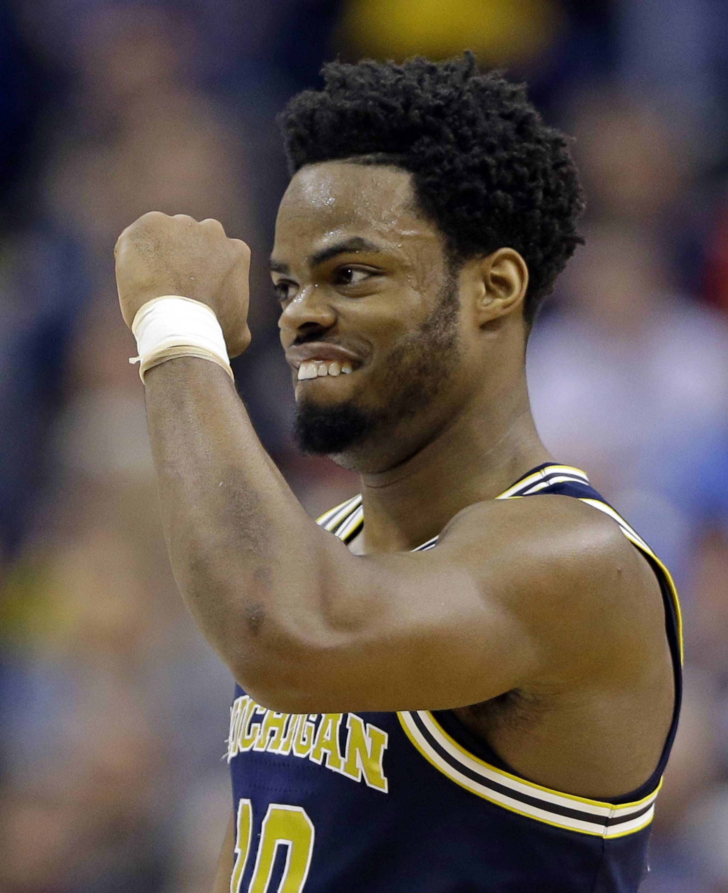 Derrick Walton Jr., who played for Michigan in 2017 and the Miami Heat last year, was signed Tuesday by the Bulls.