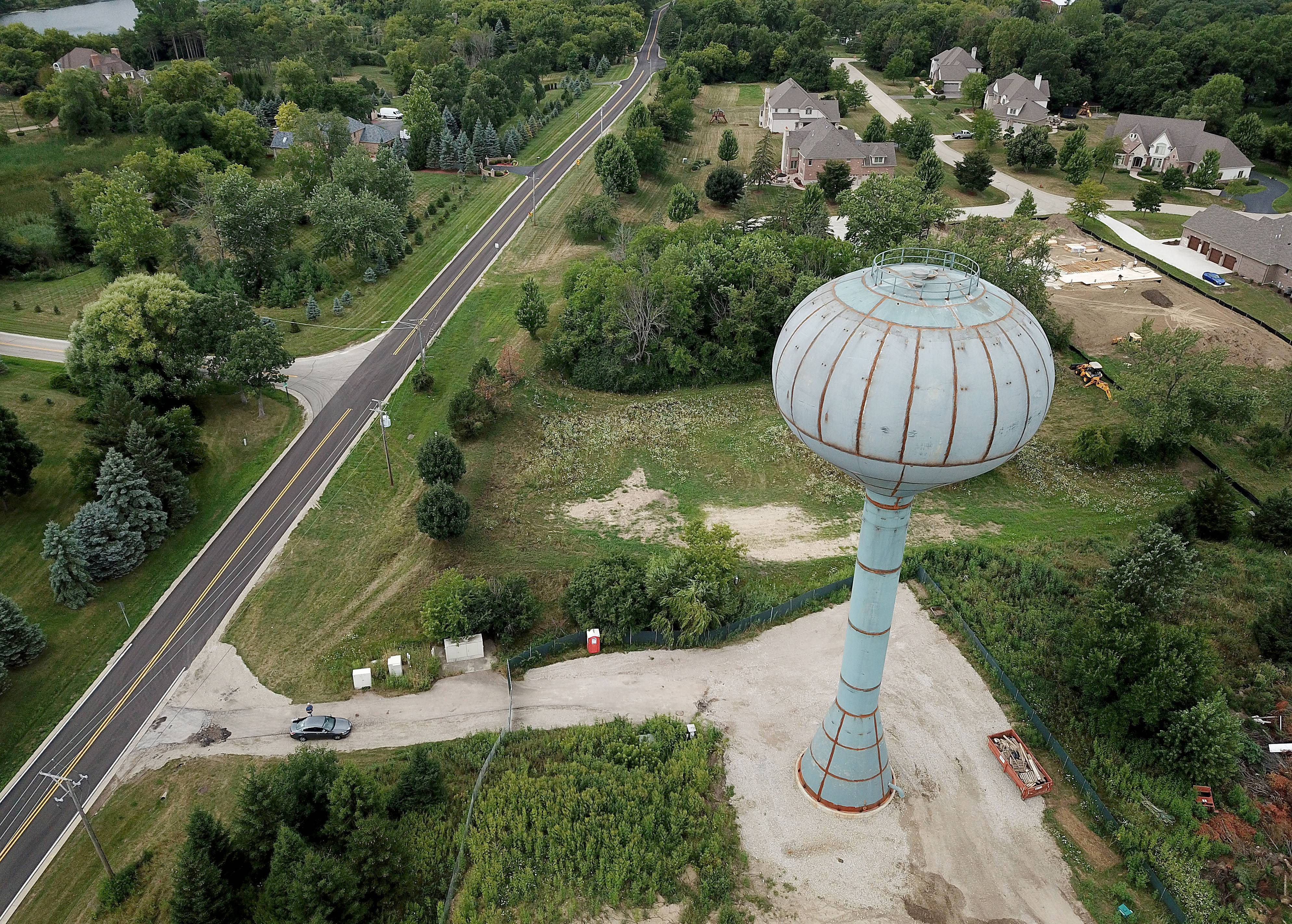 Aqua Illinois is completing a $2.5 million elevated water storage tank to improve service for customers in Hawthorn Woods.