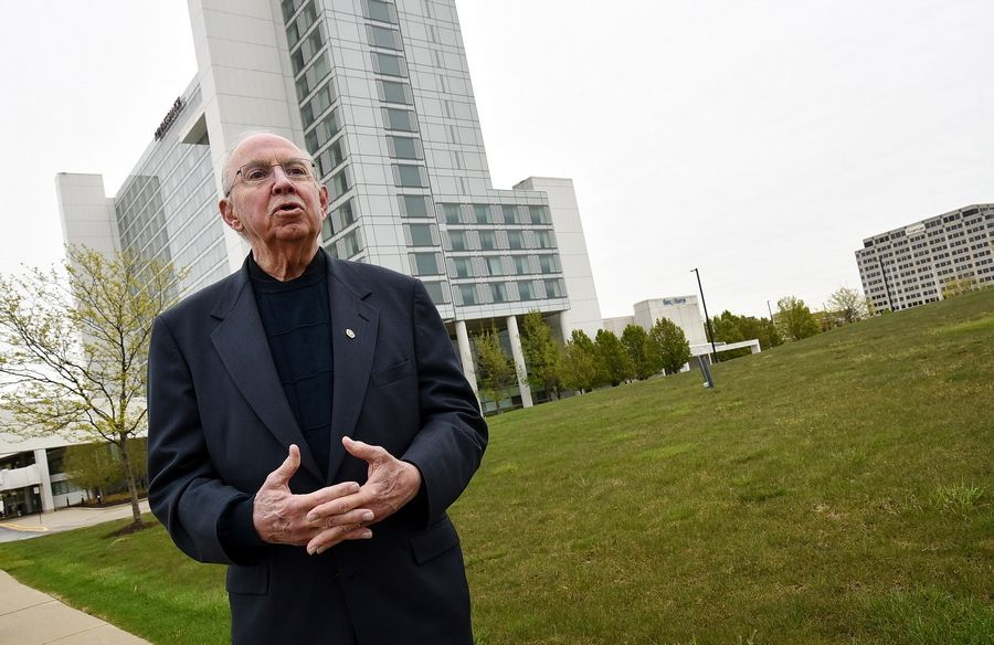 Schaumburg Mayor Al Larson remains in favor of plans for a 2,800-seat performing arts center on the west side of the village's Renaissance Hotel and convention center, even in the absence of any immediate decision to move forward with it.