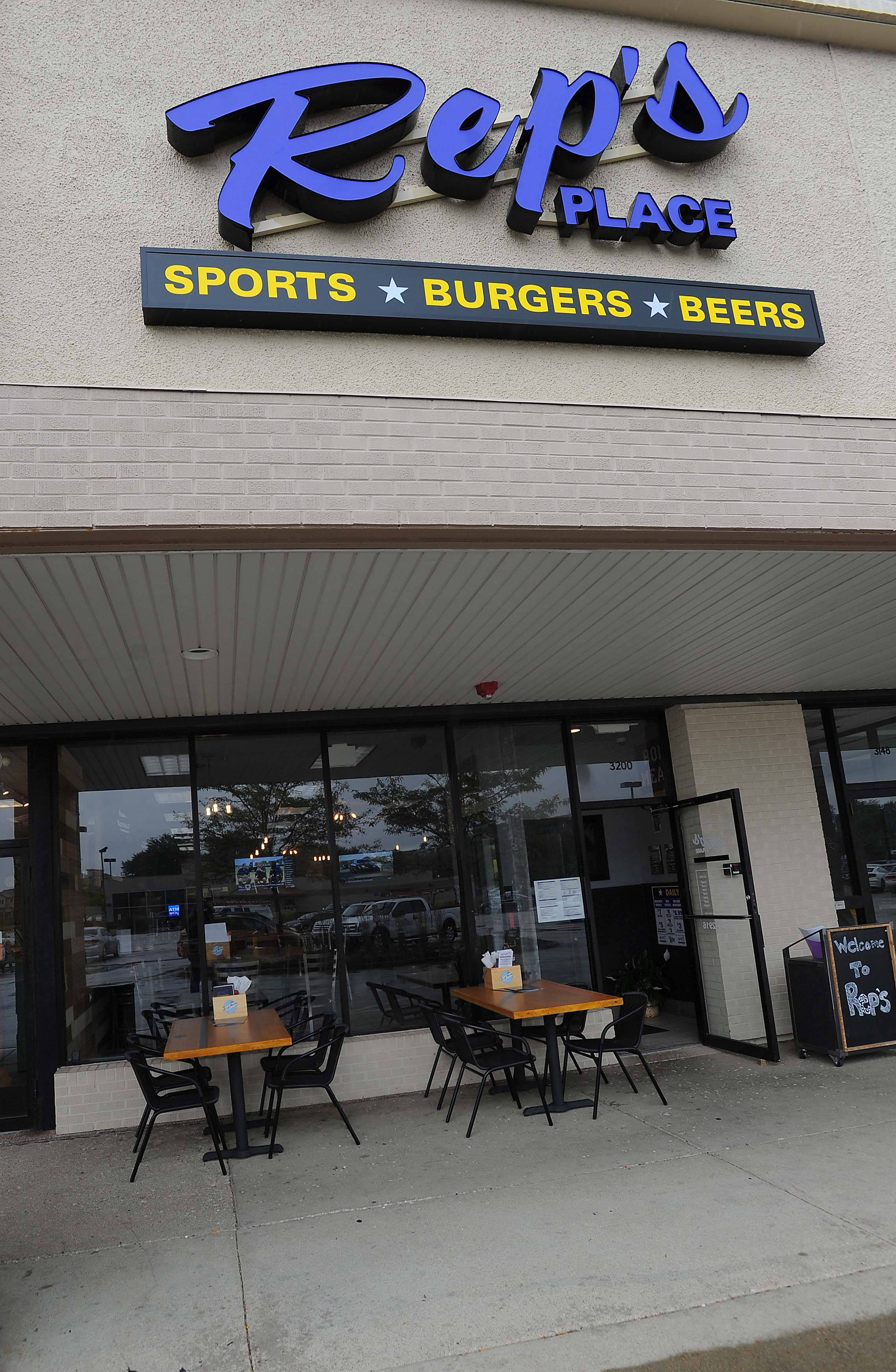 Booze now allowed outside two Rolling Meadows sports bars