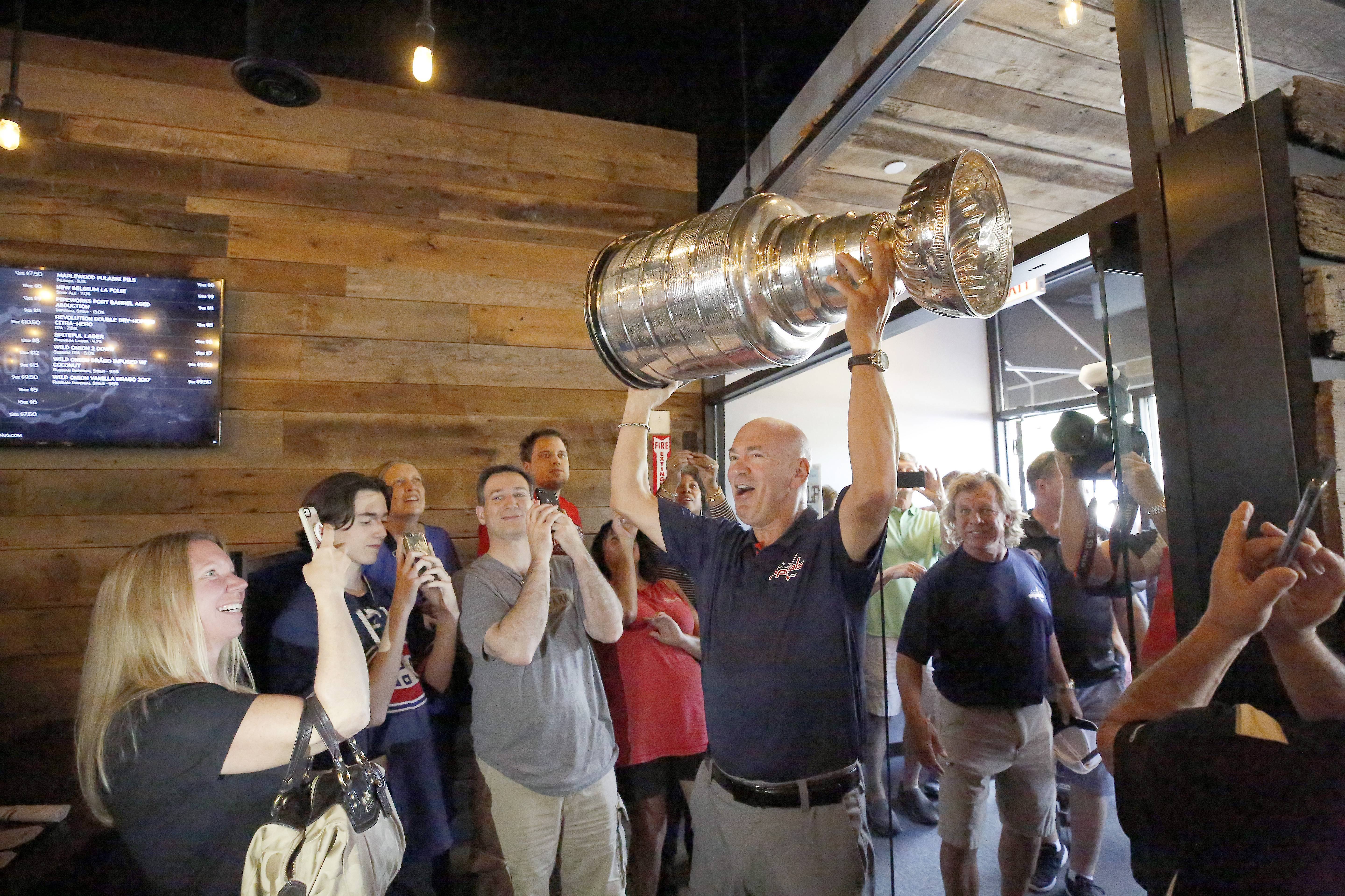 Stanley Cup winner shares sports' most iconic trophy with suburban neighbors