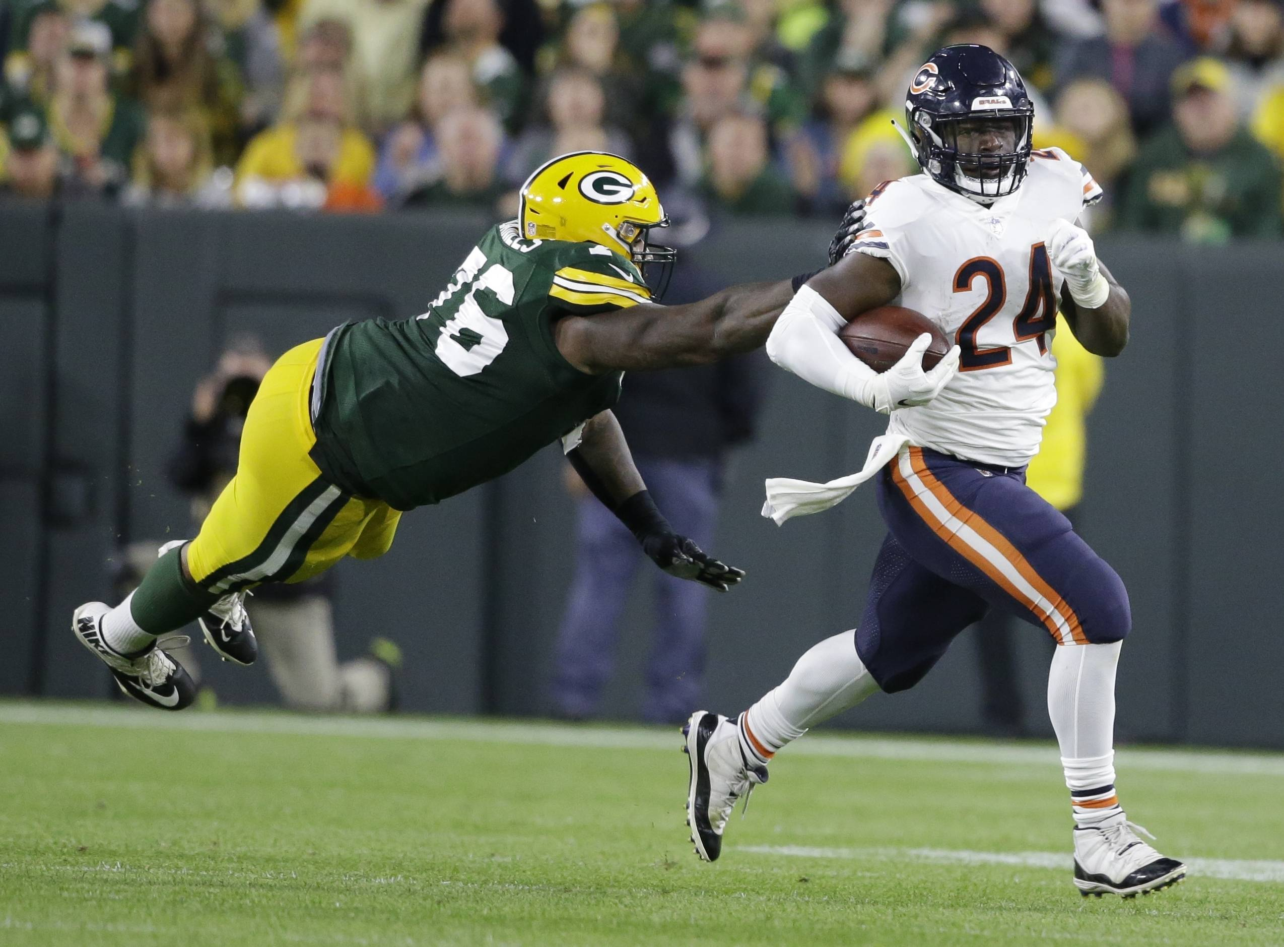 Chicago Bears' Jordan Howard runs past Green Bay Packers' Mike Daniels during the second half of an NFL football game Sunday, Sept. 9, 2018, in Green Bay, Wis.