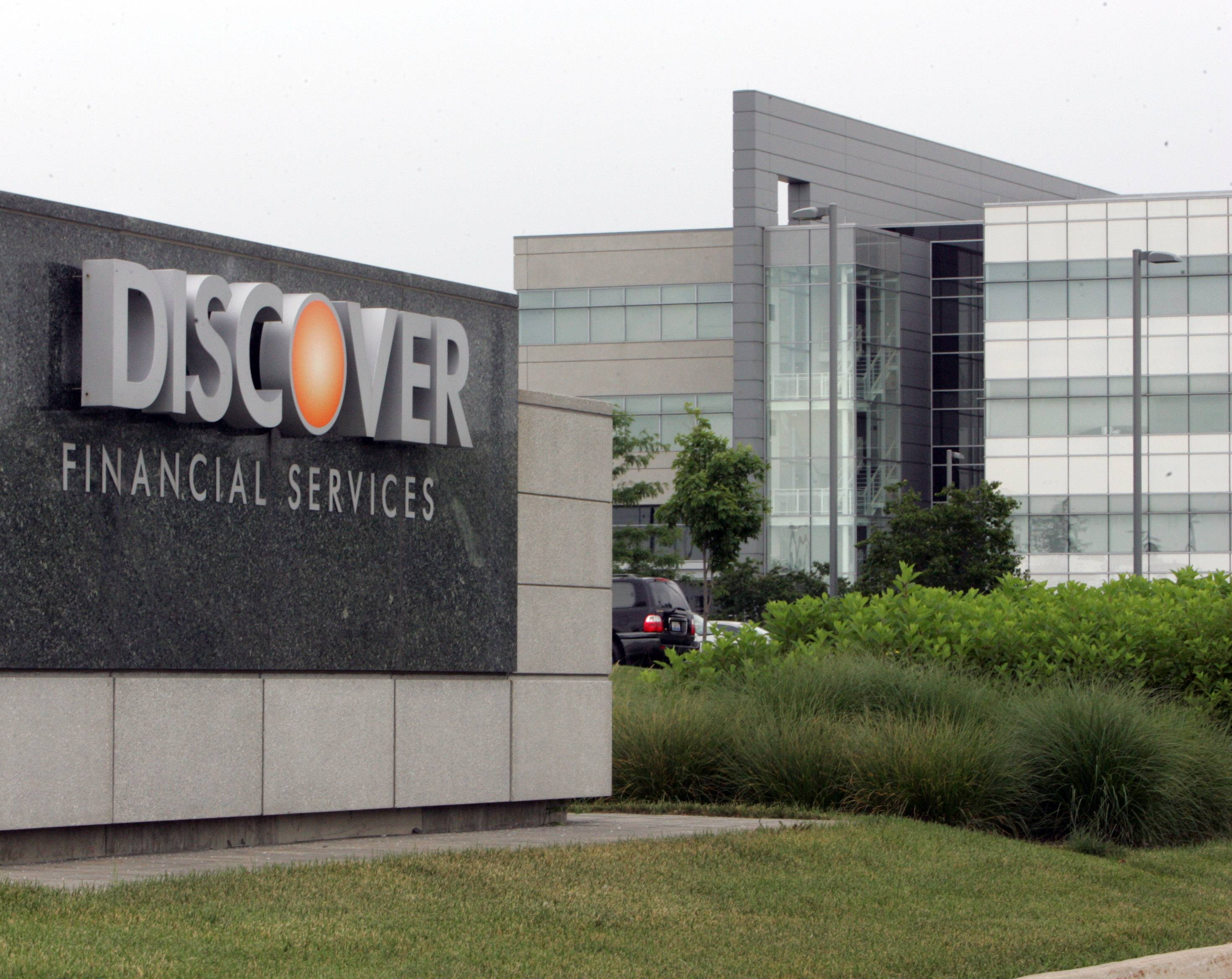 Discover Financial Services, headquarters in Riverwoods, signed an agreement to expand its services in Mexico.
