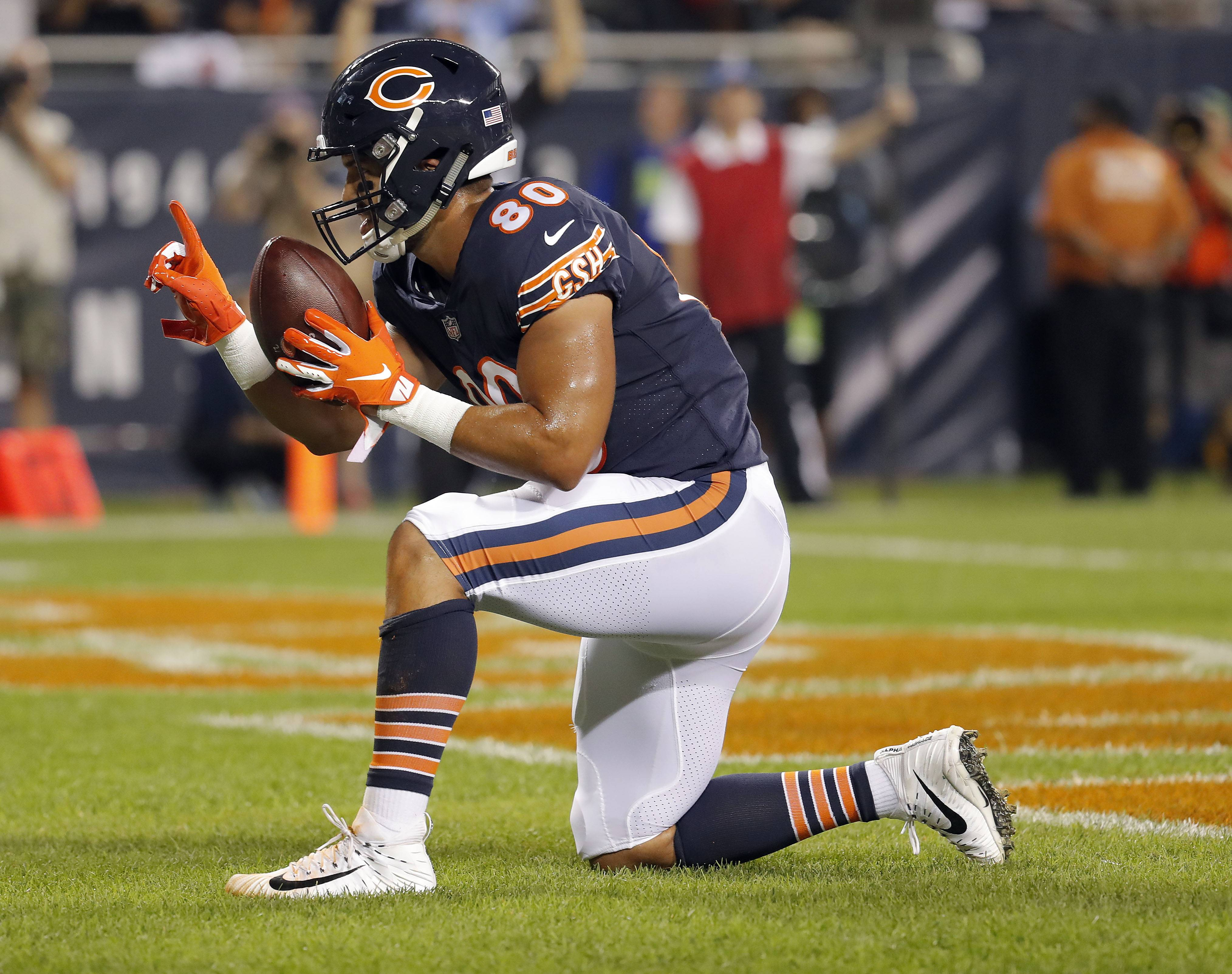 Chicago Bears tight end Trey Burton celebrates after his touchdown in the first quarter.