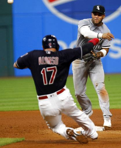 Davidson's 11th-inning single sends Sox past Indians 5-4