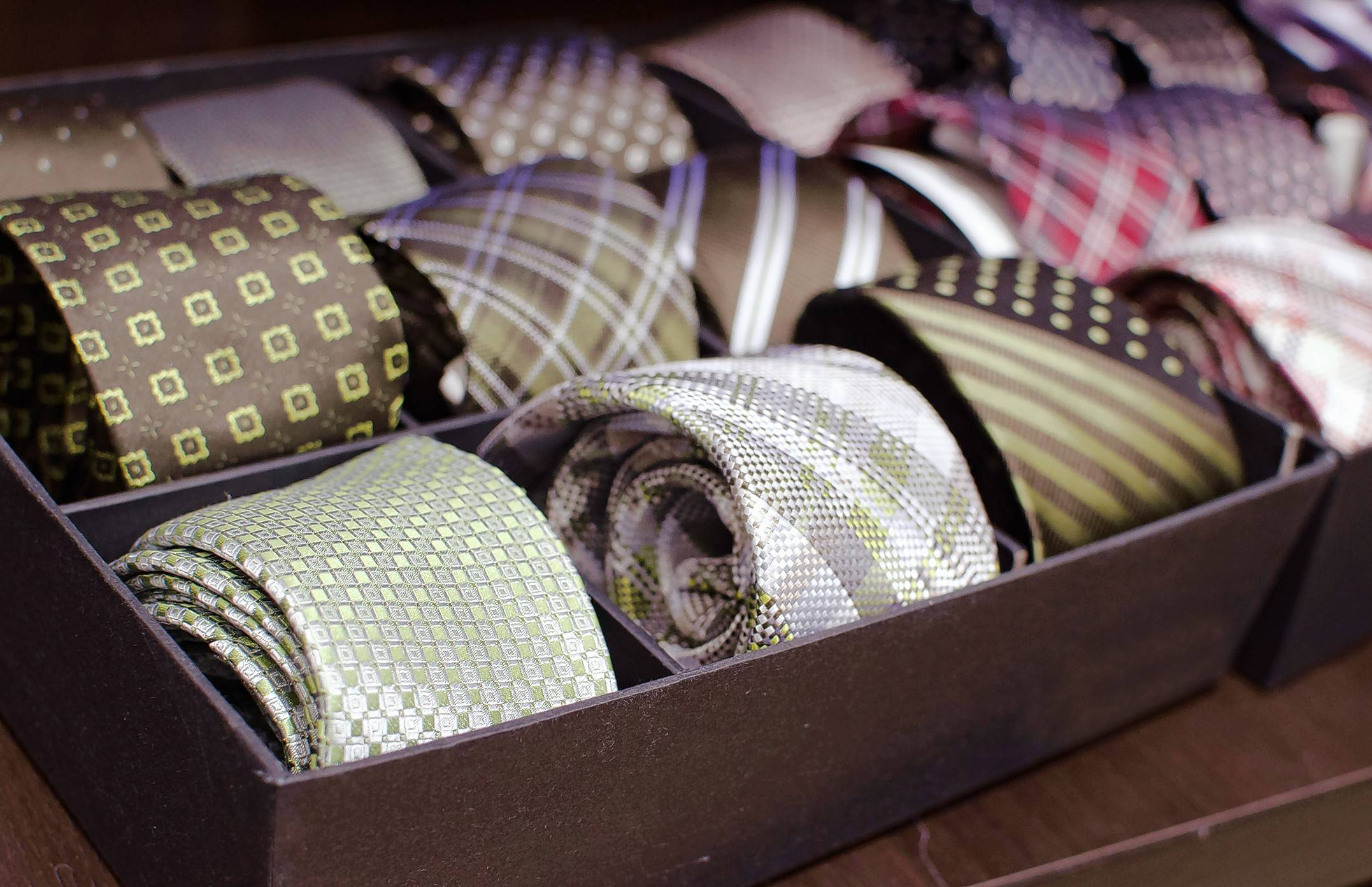 Last month a New York library branch began experimenting with new offerings: neckties, bow ties, handbags and briefcases intended for people with limited resources who are heading for job interviews, auditions or any other event for which they need to dress up.
