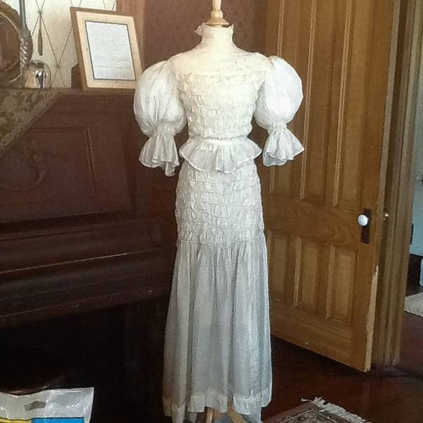 Wedding Gown Display: Vintage Wedding Dresses On Display At Barrington History
