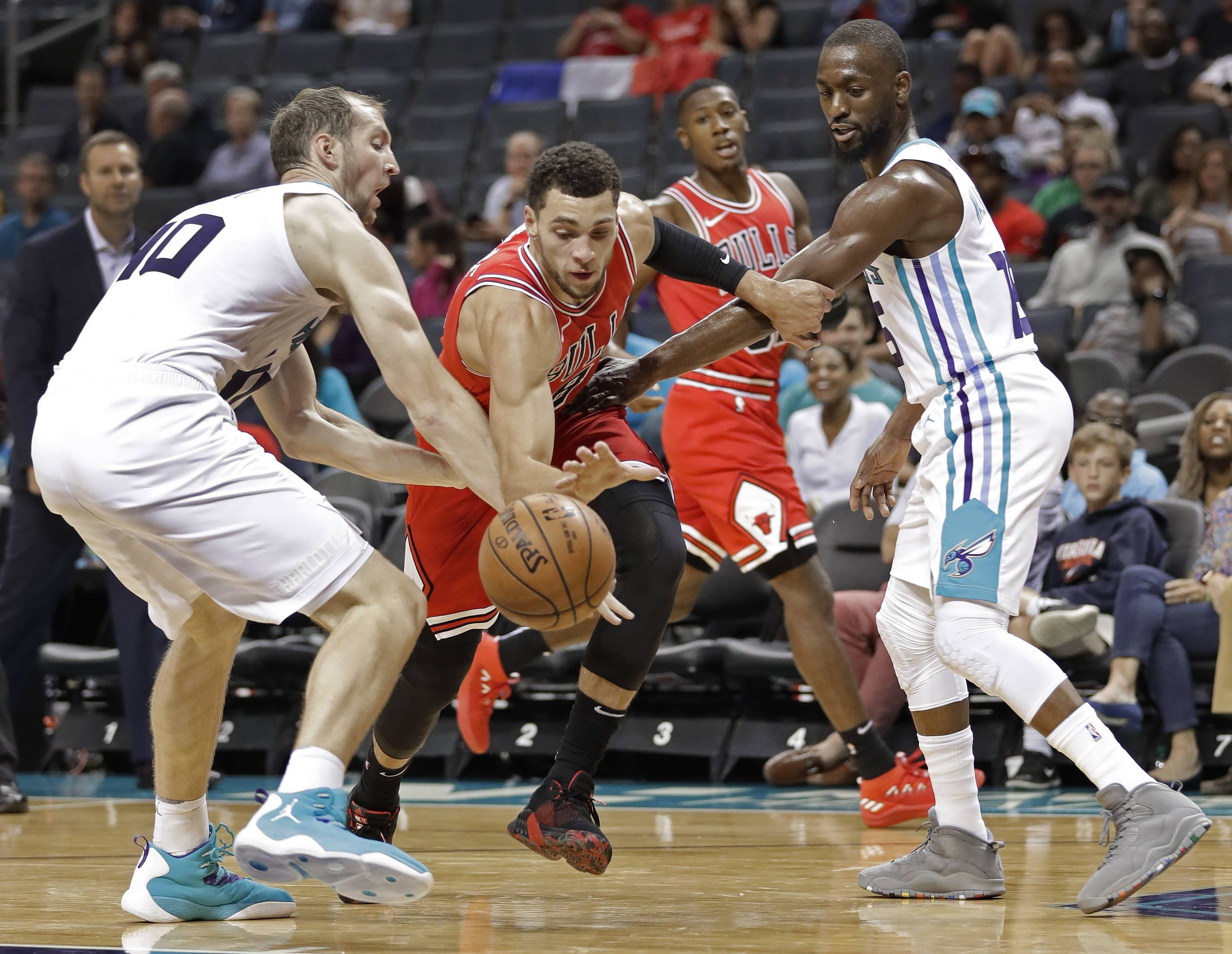 Defense struggles, but offense improves in Chicago Bulls' preseason loss at Charlotte