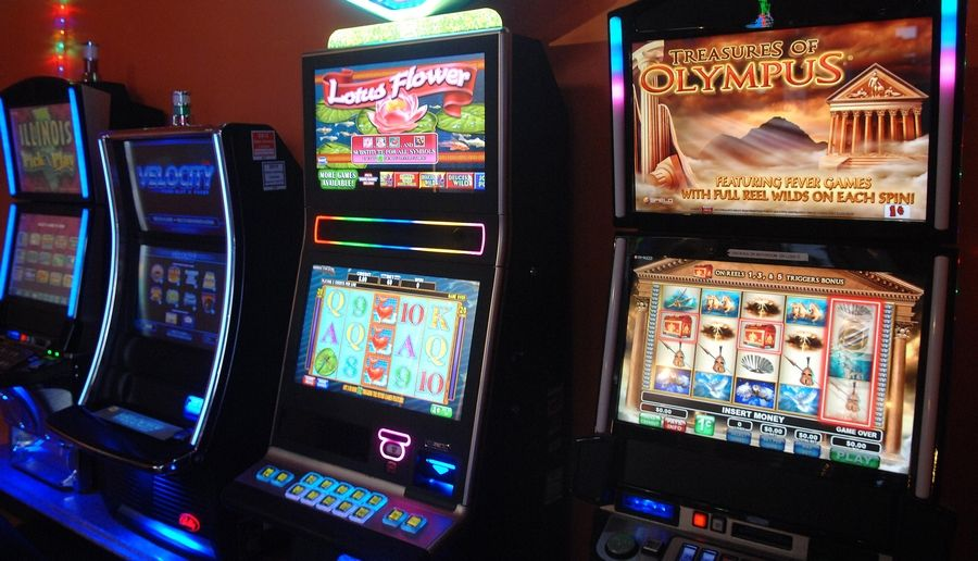 Elgin might create a new, annual video gambling fee to be charged to distributors. Pictured here are video gambling machines at an establishment in South Elgin in 2014.