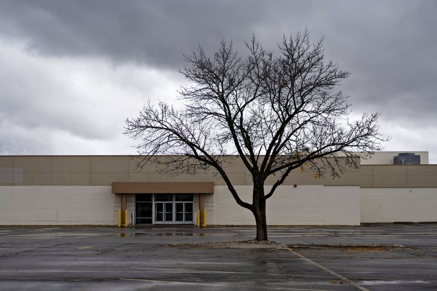 A former Sears Holdings Corp. store stands in Cedar Rapids, Iowa.