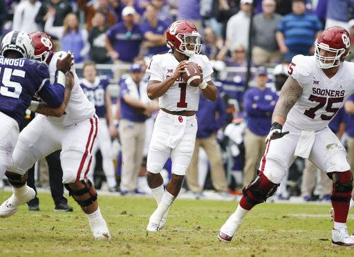 Oklahoma quarterback Kyler Murray (1) looks for a receiver during the first half of an NCAA college football game against TCU, Saturday, Oct. 20, 2018, in Fort Worth, Texas. (AP Photo/Brandon Wade)