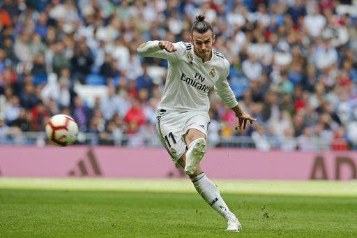 Real Madrid's Gareth Bale takes a free kick during a Spanish La Liga soccer match between Real Madrid and Levante at the Santiago Bernabeu stadium in Madrid, Spain, Saturday, Oct. 20, 2018. (AP Photo/Paul White)
