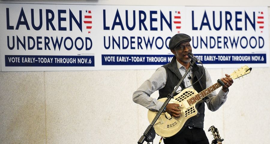 Blues artist Keb Mo performs at a campaign rally featuring former Vice President Joe Biden stumping for congressional candidate Lauren Underwood at the Kane County Fairgrounds in St. Charles Wednesday.