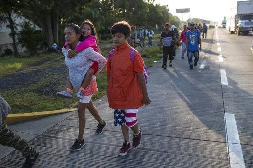 Central American migrants begin their morning trek, as part of a thousands-strong U.S.-bound caravan leaving Cordoba, Veracruz state, Mexico, Monday, Nov. 5, 2018. A big group of Central Americans pushed on toward Mexico City from a coastal state Monday, planning to exit a part of the country that has long been treacherous for migrants seeking to get to the United States.