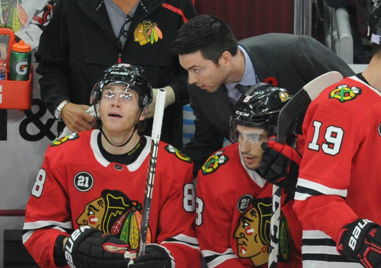 Chicago Blackhawks head coach Jeremy Colliton gives advice to his players.
