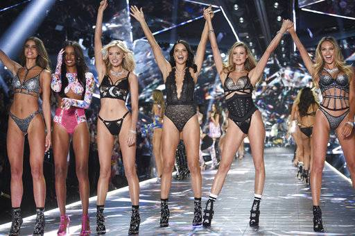 Models Taylor Hill, left, Jasmine Tookes, Elsa Hosk, Adriana Lima, Behati Prinsloo, and Candice Swanepoel walk the runway during the 2018 Victoria's Secret Fashion Show at Pier 94 on Thursday, Nov. 8, 2018, in New York. (Photo by Evan Agostini/Invision/AP)