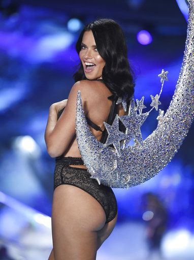 Model Adriana Lima walks the runway during the 2018 Victoria's Secret Fashion Show at Pier 94 on Thursday, Nov. 8, 2018, in New York. (Photo by Evan Agostini/Invision/AP)