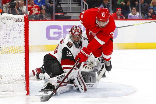 Green Leads Red Wings To 6 1 Win Over Coyotes