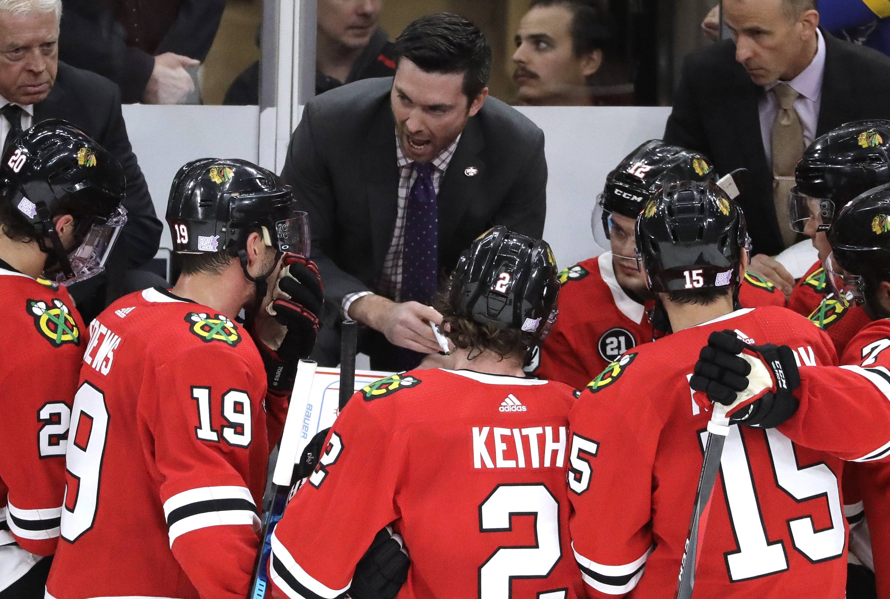 Chicago Blackhawks coach Jeremy Colliton, center, talks to his team during the third period of an NHL hockey game against the St. Louis Blues, Wednesday, Nov. 14, 2018, in Chicago. The Blackhawks won 1-0. (AP Photo/Nam Y. Huh)