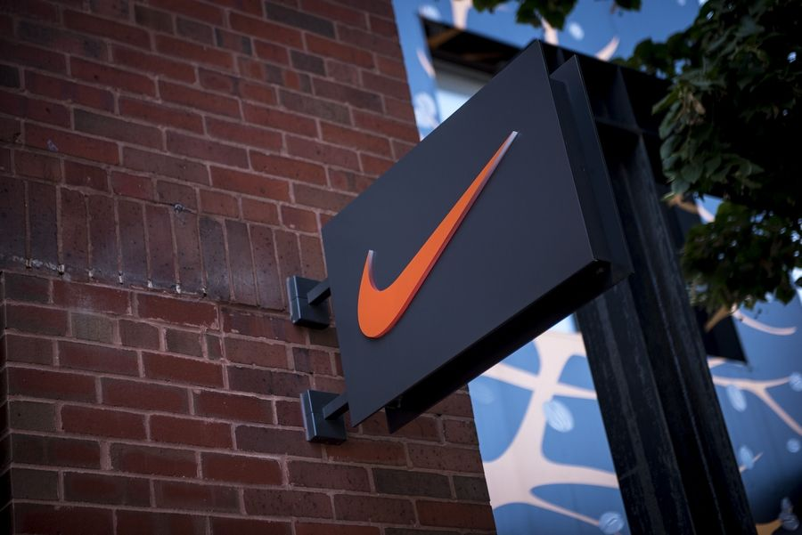 Solicitud Pagar tributo Imitación  Inside Nike's store of the future, where a smartphone helps you shop