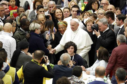Pope: the din of 'ever more rich' drown out cries of poor