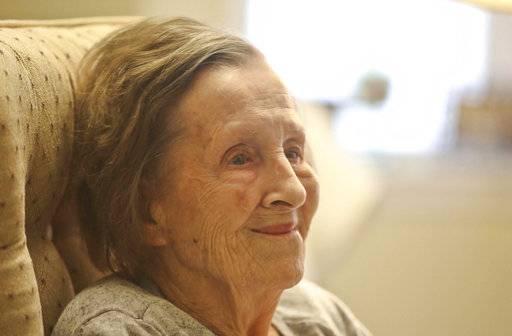 EXCHANGE: World War II nurse remembers caring for the fallen
