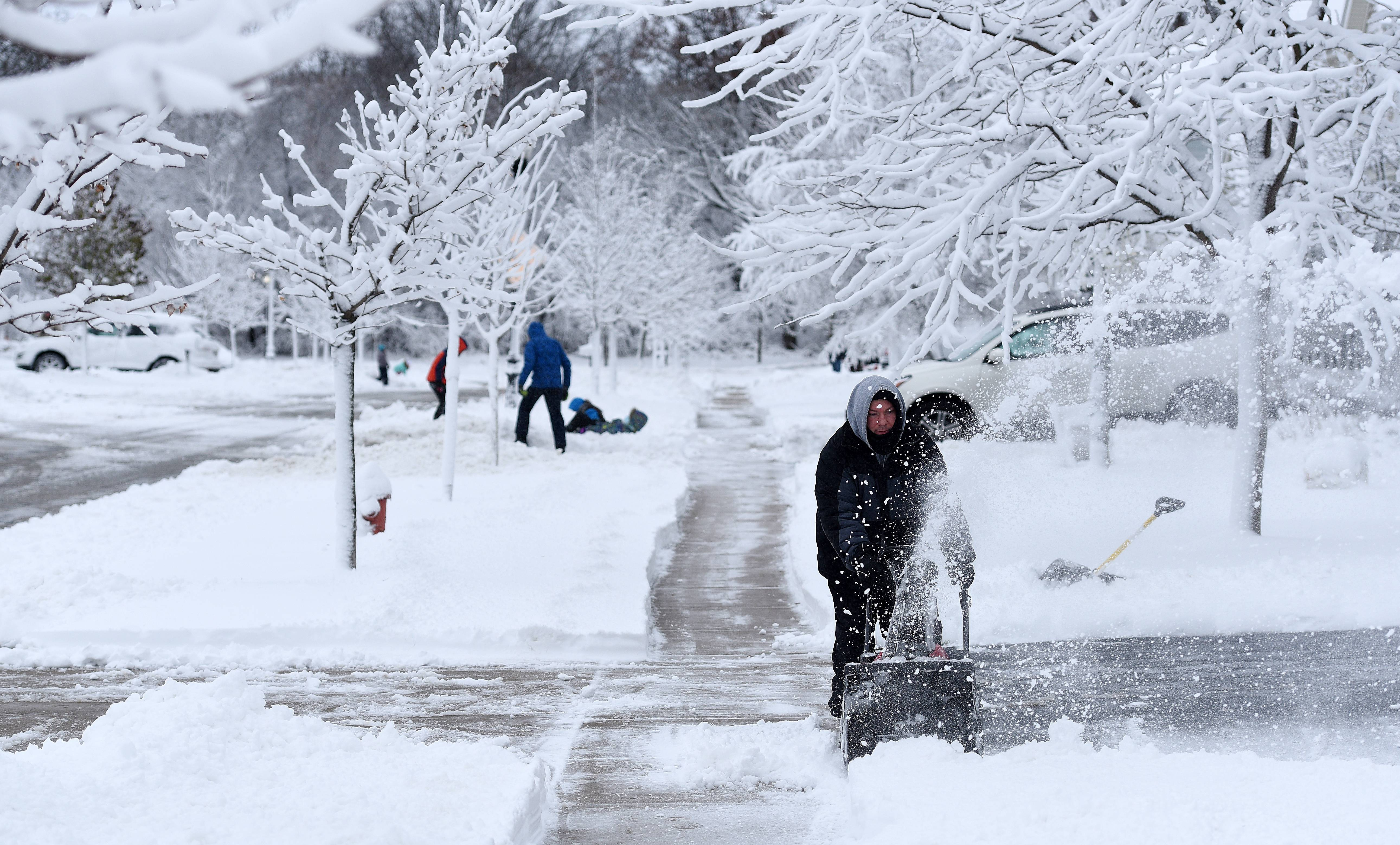 Rick West Rwestdailyherald Com Justin Becker Of Elgin Snow Blows His Driveway
