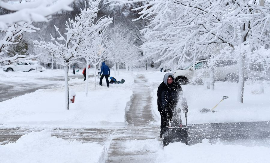 Rick West/rwest@dailyherald.com Justin Becker of Elgin snow blows his driveway Monday after a heavy overnight snow.