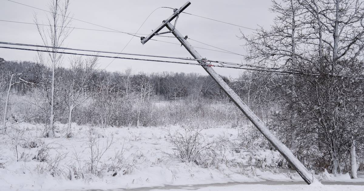 42 000 Still Without Power For Second Day After Blizzard