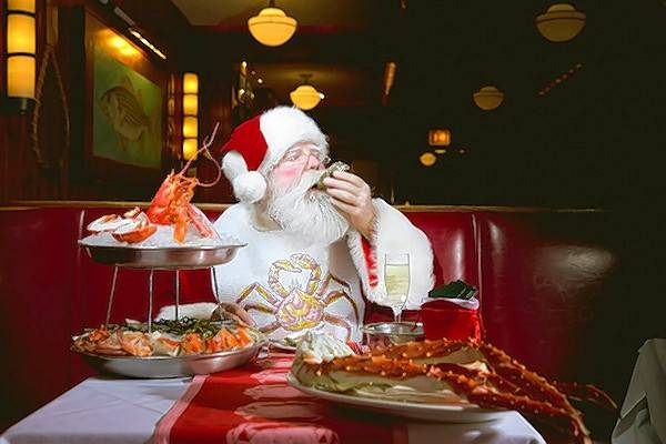 Santa enjoys some seafood at Shaw's Schaumburg before hosting a brunch there on Sunday, Dec. 9.