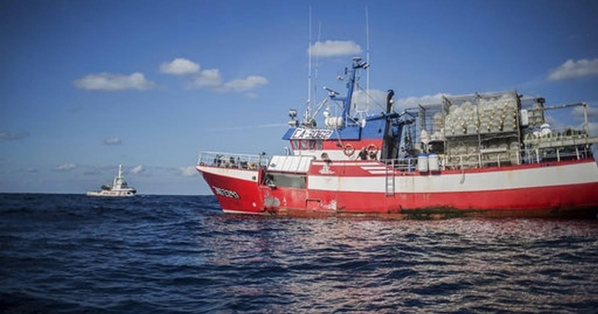 Maltese coast guard takes 11 migrants saved by trawler
