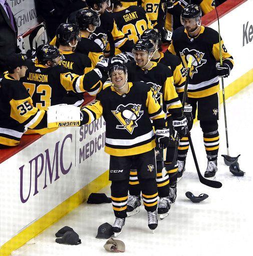 meet 54e49 9ea00 Hornqvist's natural hat trick leads Penguins by Colorado 6-3