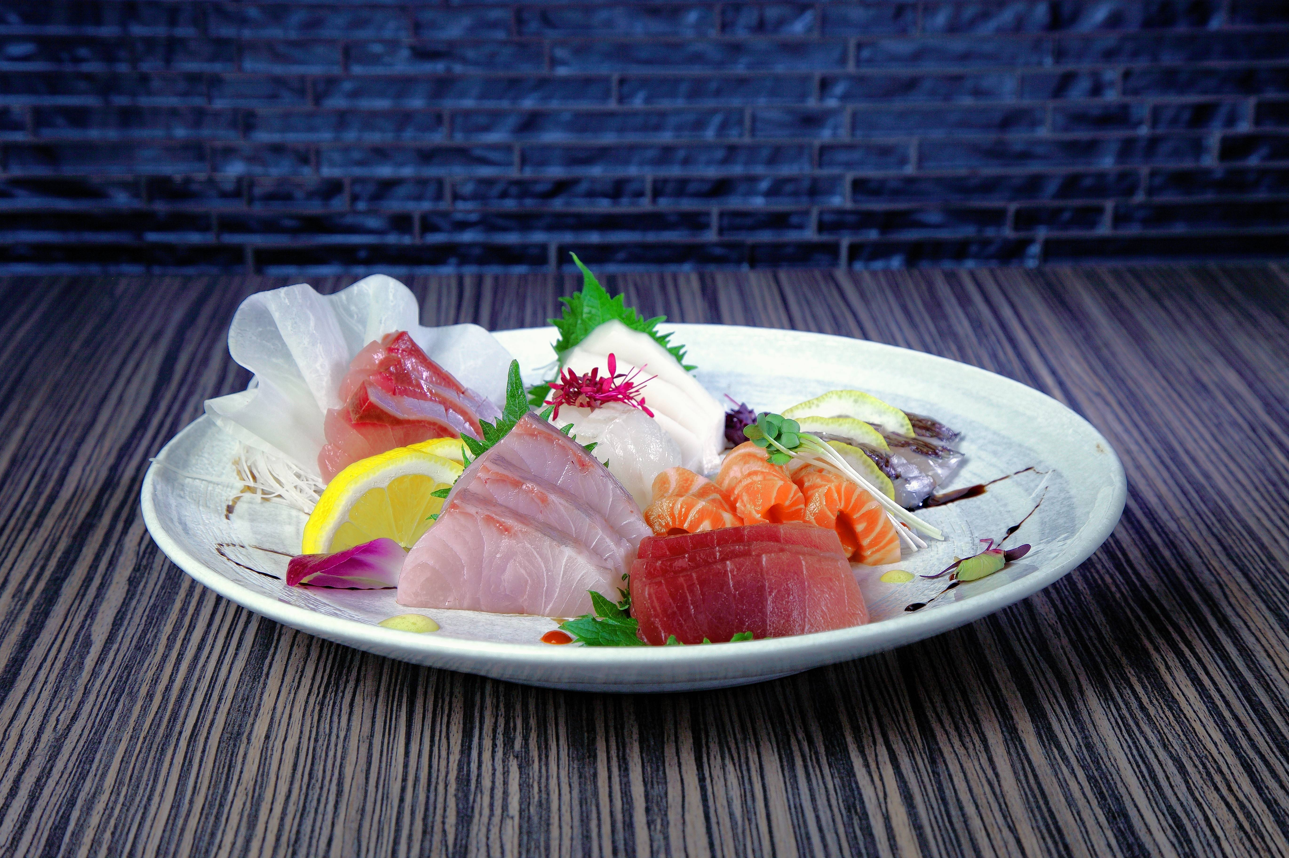 You can always have the chefs at Shakou select sushi, nigiri and sashimi for you in various quantities.