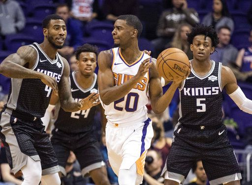 81eefe67588d Surrounded by Sacramento Kings  Iman Shumpert (9)