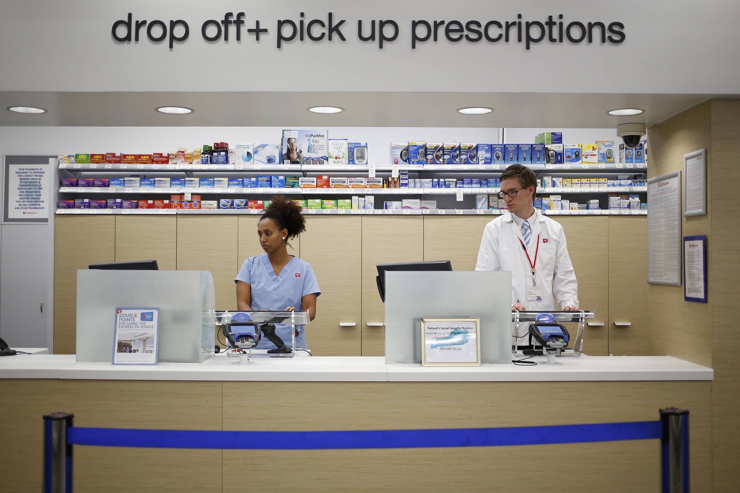 Walgeens announced Thursday it is teaming up with FedEx to provide next-day delivery of prescription drugs from the company's pharmacies.