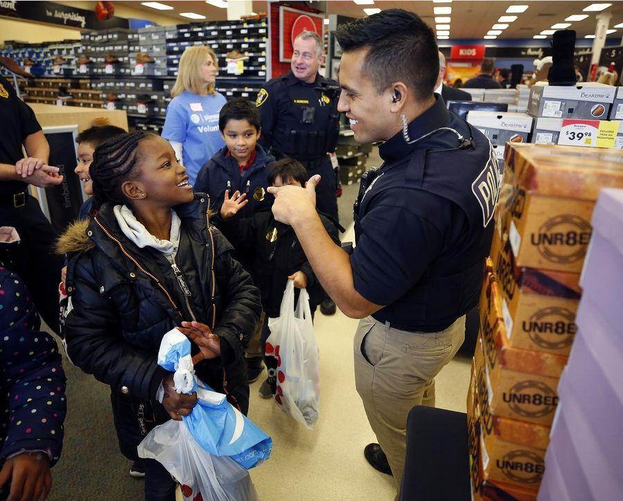 fe2fd6e62 Elgin Police Officer Hector Gutierrez talks with Aaliyah Lewis