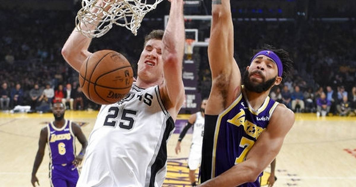 c6a52e764af LeBron scores 42 as Lakers surge past Spurs late