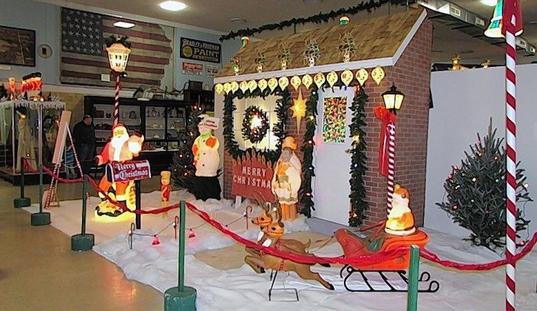 Veteran Christmas collectors Dave Harms and Lynne Eltrevoog of Marengo have re-created a Sears