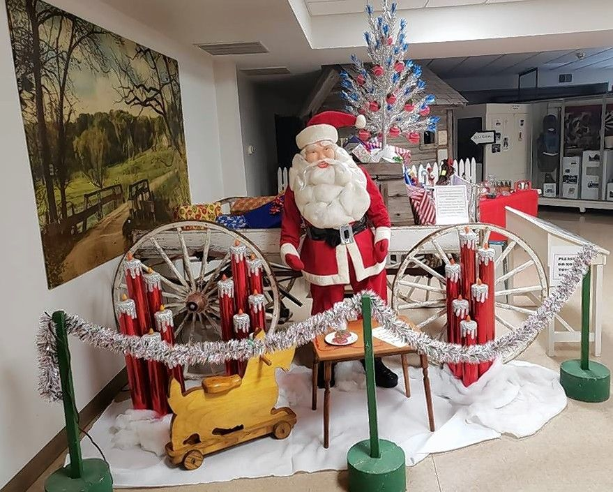 Sears Christmas Photos.Holiday Exhibit Recreates Pages From Old Sears Christmas Catalog