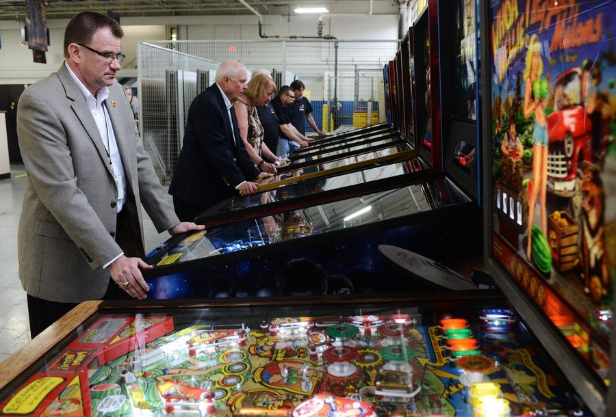 Elk Grove Village-based Stern Pinball will send four pinball machines to the Makers Wanted Bahamas Bowl, where players and coaches from each team will face off in an eight-person pinball tournament.