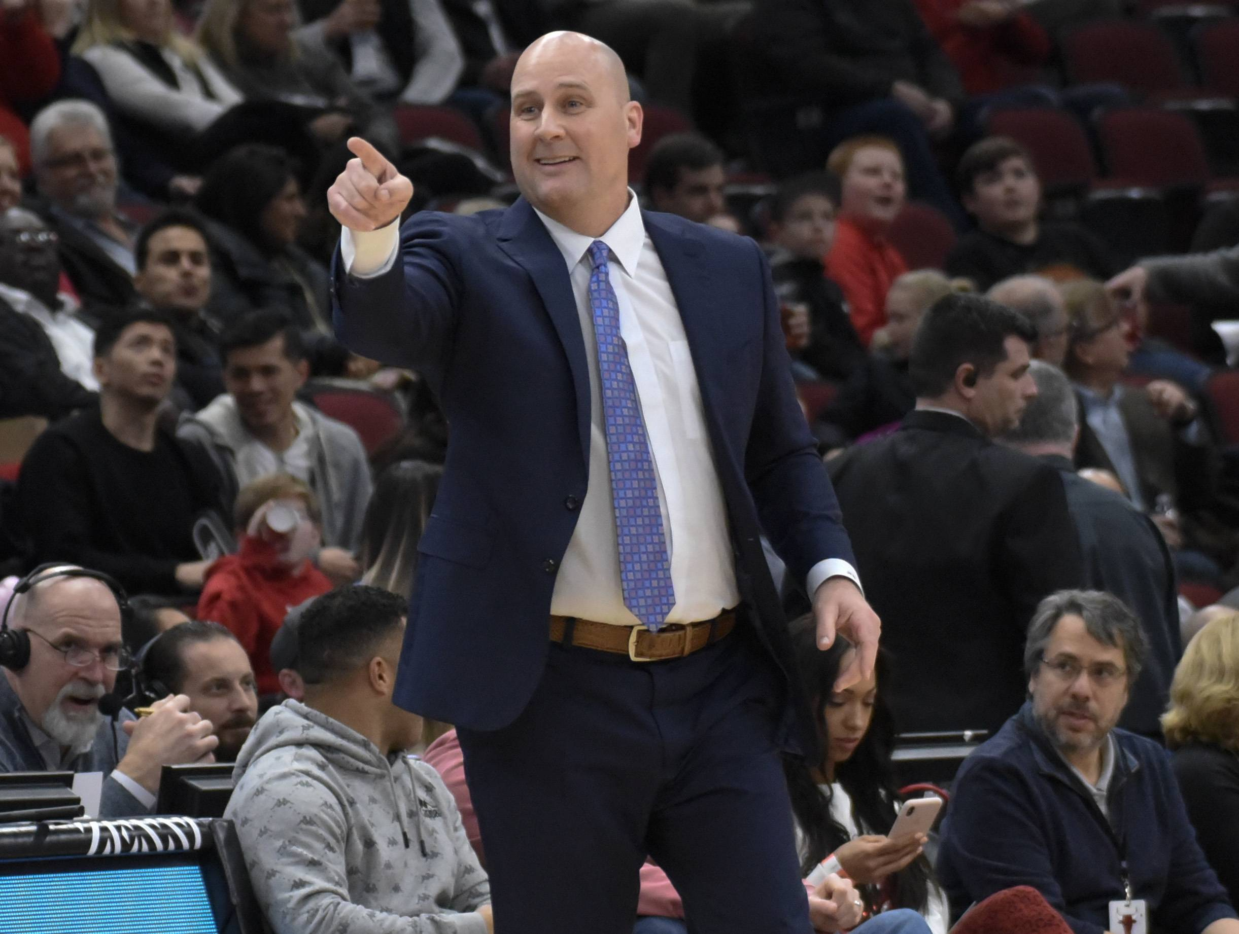 Chicago Bulls head coach Jim Boylen gestures to his team during the first half of an NBA basketball game against the Sacramento Kings, Monday, Dec. 10, 2018, in Chicago. (AP Photo/David Banks)