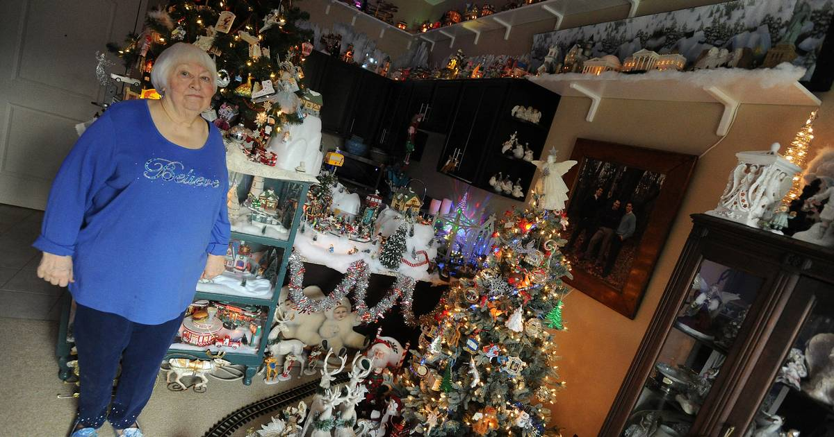 Lake Zurich Woman S Home A Showcase For Holiday Collectibles