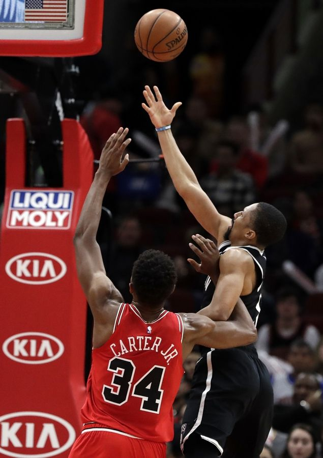 e928170c2 Dinwiddie makes Bulls pay for mistake