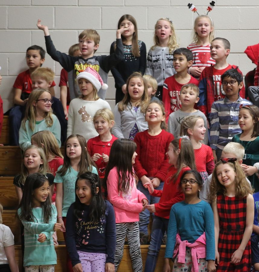 Fremont teachers surprise students with holiday dance