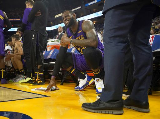 106e5031a Los Angeles Lakers forward LeBron James (23) grimaces after straining his  left groin